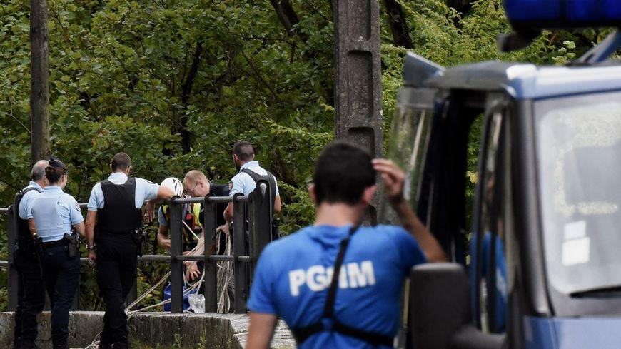 Des gendarmes se concentrent sur les Gorges de Chailles, où coule le Guiers, depuis le mercredi 6 septembre