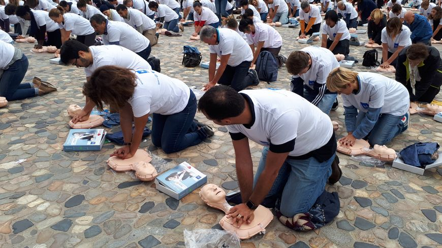 400 personnes formées gratuitement au massage cardiaque à Montpellier 870x489_20170930_113510